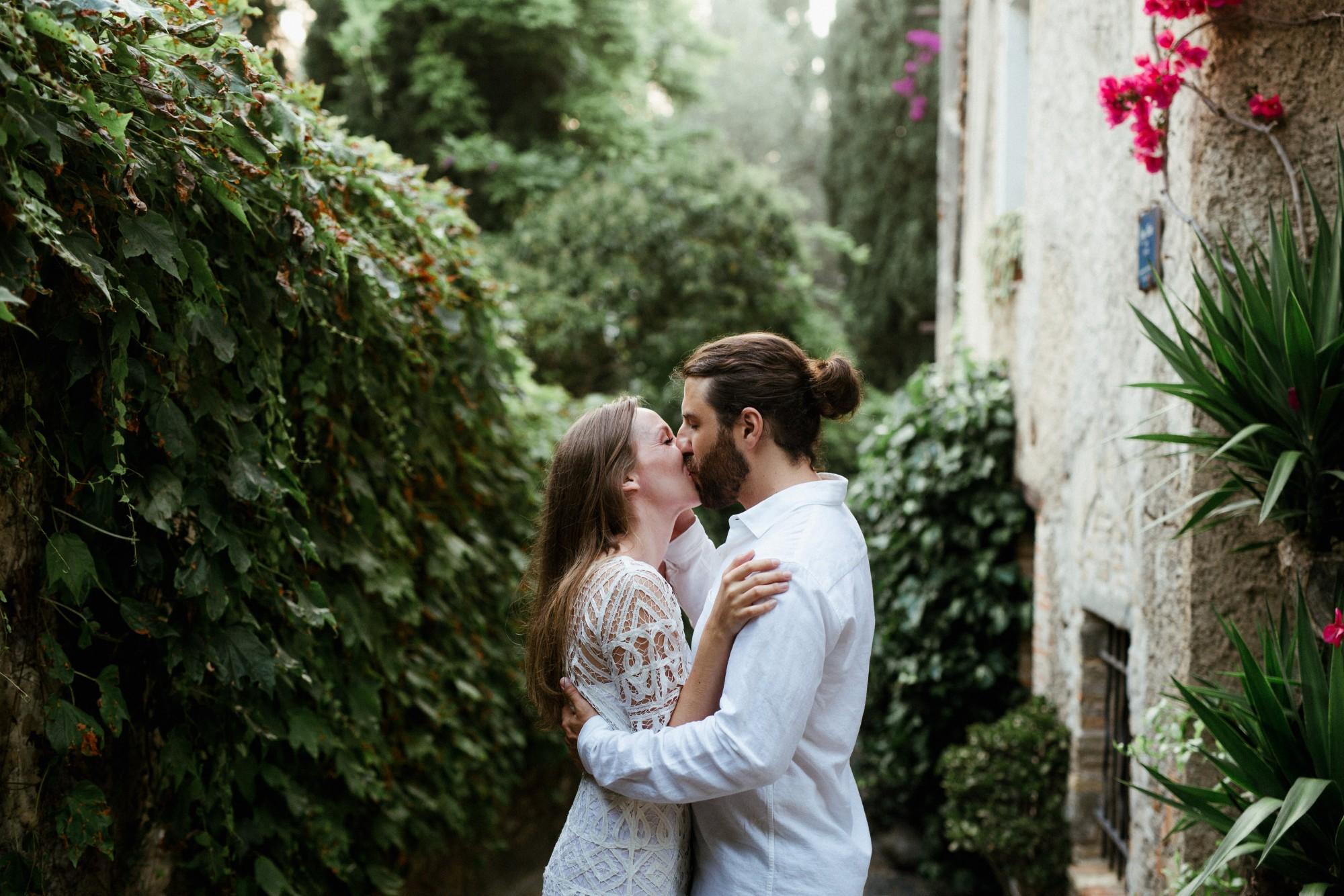 ceremony-kiss-wedding