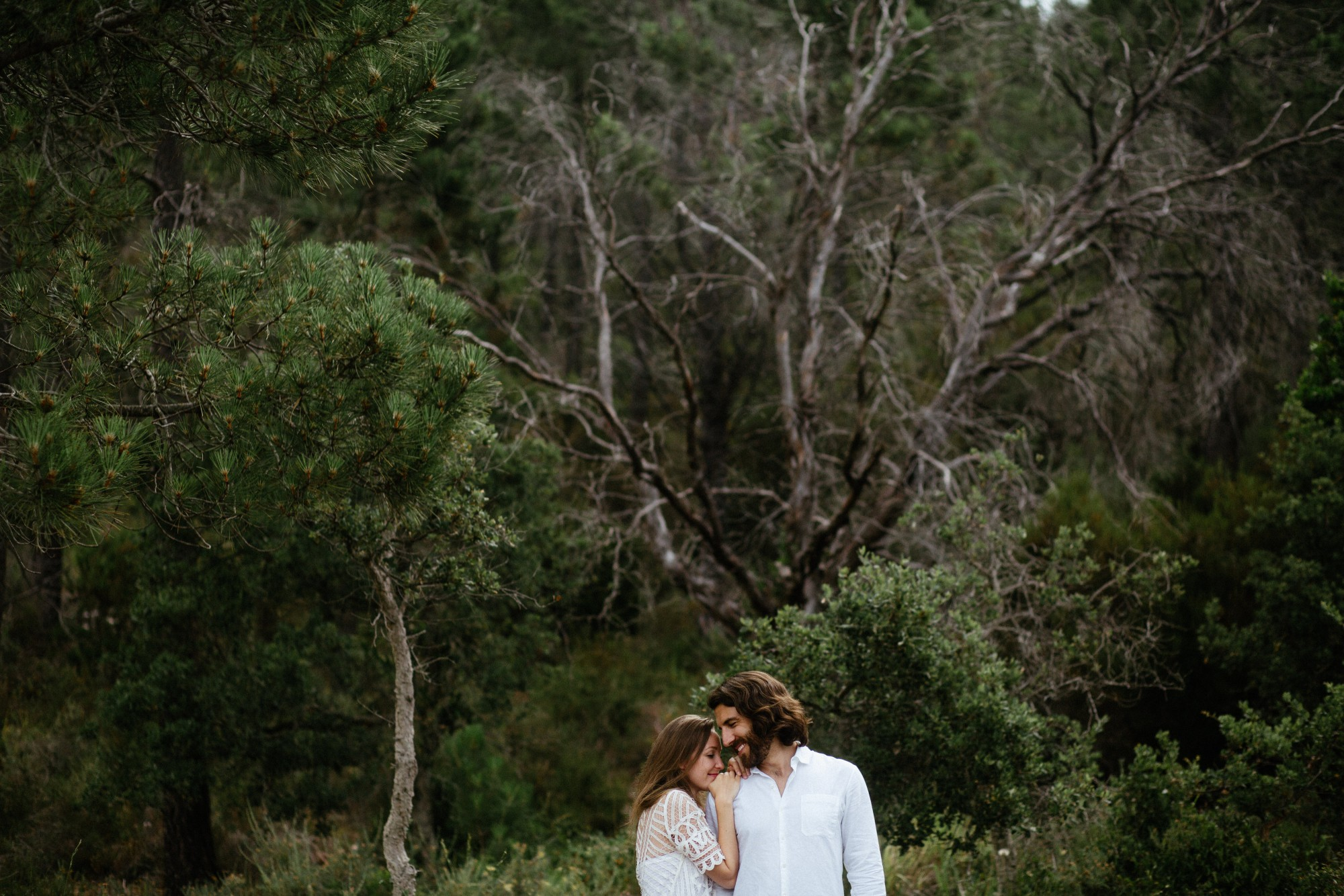 couple-nature-trees-elopement